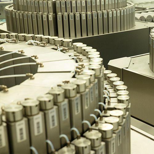 """<a href=""""http://carbonnel.com/production/"""" >PRODUCTION CENTER</a>"""